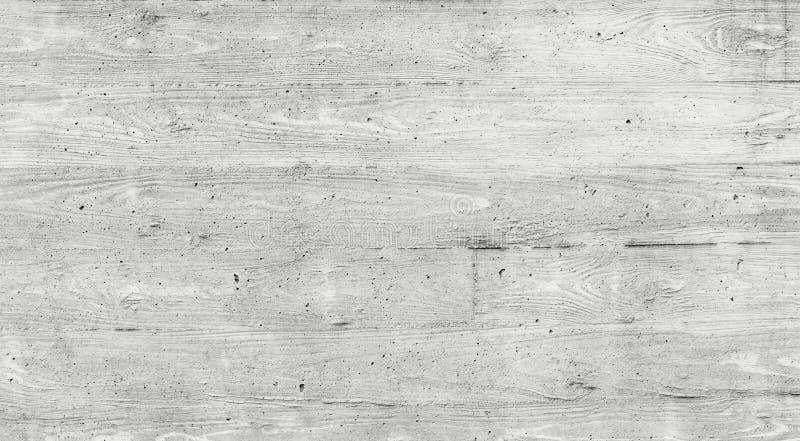 Textuur van houten die bekisting op een ruwe concrete muur wordt gestempeld royalty-vrije stock foto