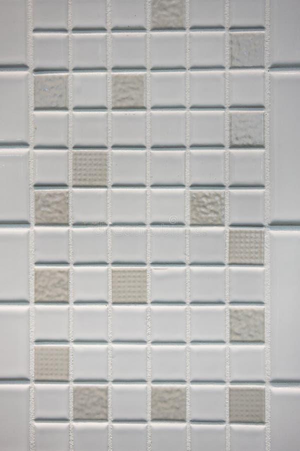 Textuur van kleine vierkanten van mozaïek in wit en beige ceramisch Ti stock afbeeldingen