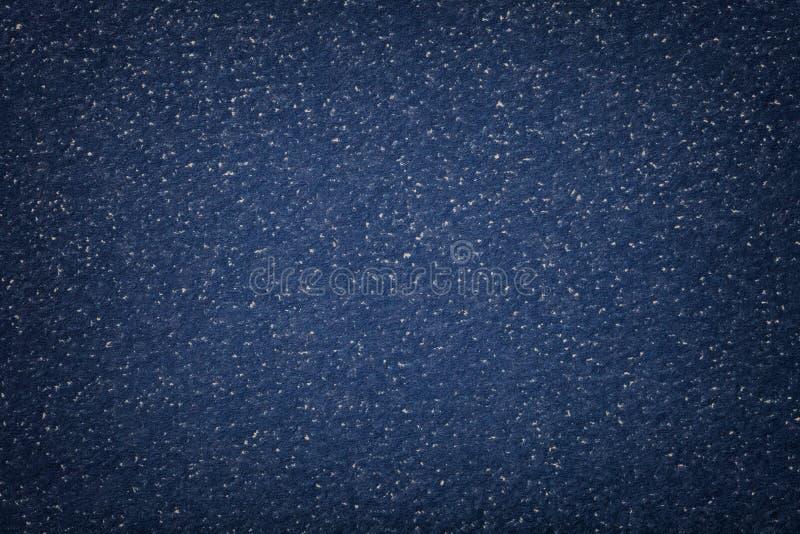 Textuur van oude donkere marineblauwe document close-up Structuur van een dicht karton De denimachtergrond met vignetkader stock afbeelding