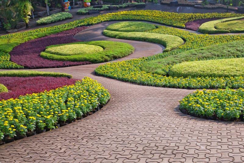 Textuur van steenweg in tuin stock foto's