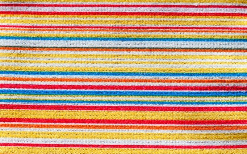 Textuur van stof met kleurrijk horizontaal strepenpatroon royalty-vrije stock afbeelding