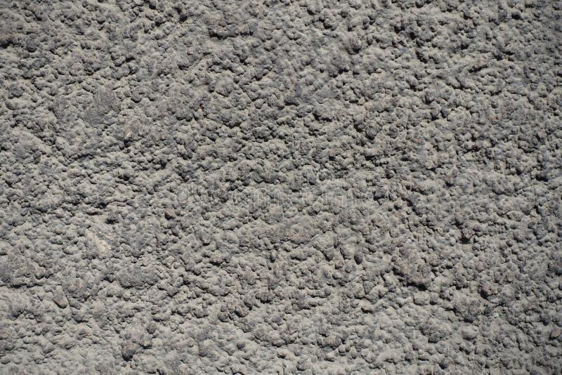 Textuur van stoffige grijze korrelige concrete muur stock foto's