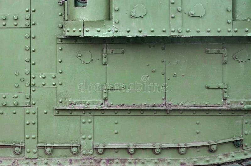 Textuur van tankzijgevel, van metaal wordt en met een massa bouten en klinknagels wordt versterkt gemaakt die die royalty-vrije stock afbeeldingen