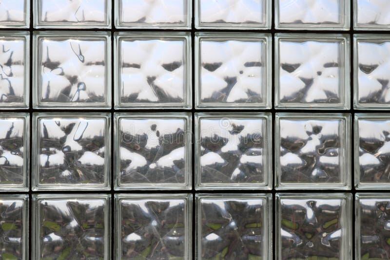 Textuur van vele glanzende transparante mooie vierkante dikke glastegels met naden royalty-vrije stock afbeeldingen