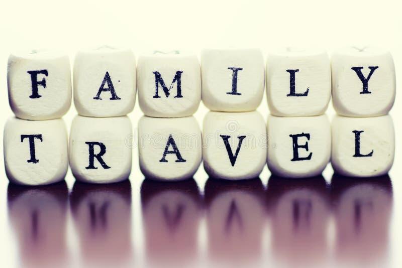 Textwürfel-Reisefamilie stockfotografie