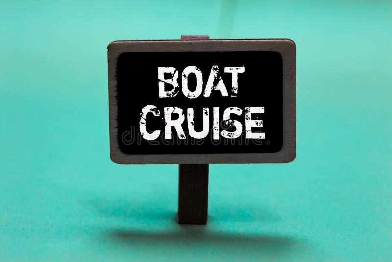 Textzeichen, das Boots-Kreuzfahrt zeigt Begriffsfotosegel ungefähr im Bereich ohne genauen Bestimmungsort mit großem Schiff Tafel stockfoto