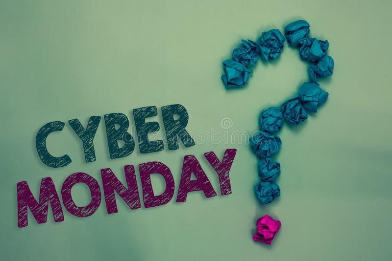 Textzeichen, das Cyber Montag zeigt Begriffsfoto Marketingbegriff für Montag nach Erntedankfest in den US zerknitterte Papiere FO stockfoto