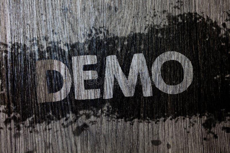 Textzeichen, das Demo zeigt Begriffs- Foto Probe-Beta Version Free Test Sample-Vorschau von etwas hölzerner hölzerner Hintergrund stock abbildung
