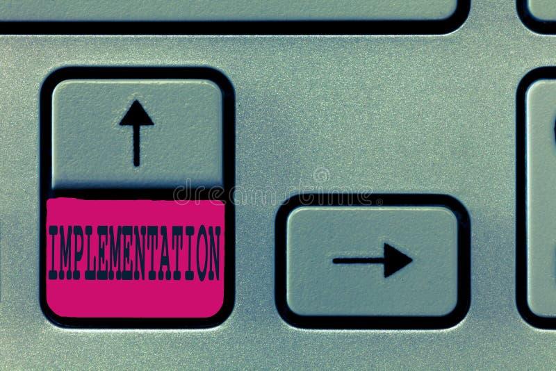 Textzeichen, das Durchführung zeigt Begriffsfoto der Prozess der Herstellung etwas aktiv oder effektiv lizenzfreie stockfotografie
