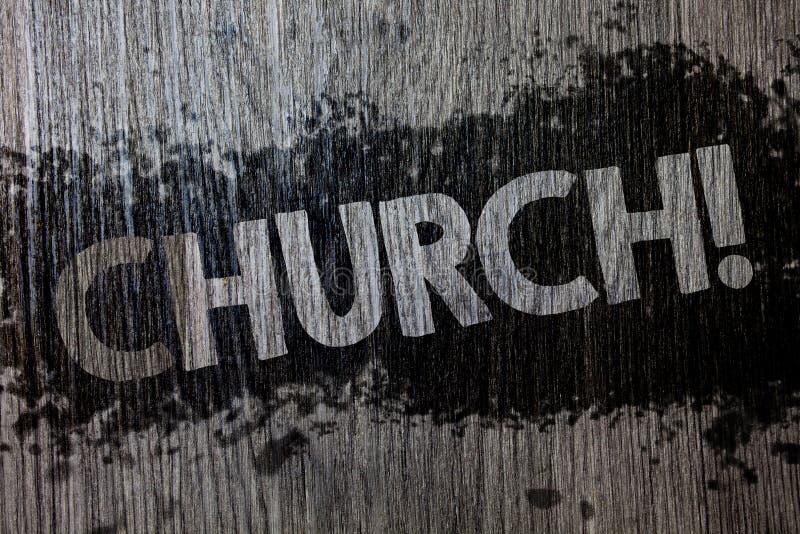 Textzeichen, das Kirche zeigt Begriffsfoto Kathedralen-Altar-Turm-Kapellen-Moscheen-Schongebiet-Schrein-Synagoge-Tempel hölzernes lizenzfreie stockfotografie
