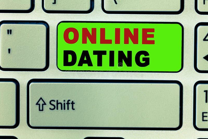 Textzeichen, das on-line-Datierung zeigt Begriffsfoto, welches die zusammenpassenden Verhältnisse eDating sind das Video-Plaudern stockfotografie