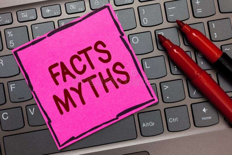 Textzeichen, das Tatsachen-Mythen zeigt Begriffsfotoarbeit basiert auf Fantasie eher als auf aus dem wirklichem Leben Unterschied lizenzfreies stockfoto