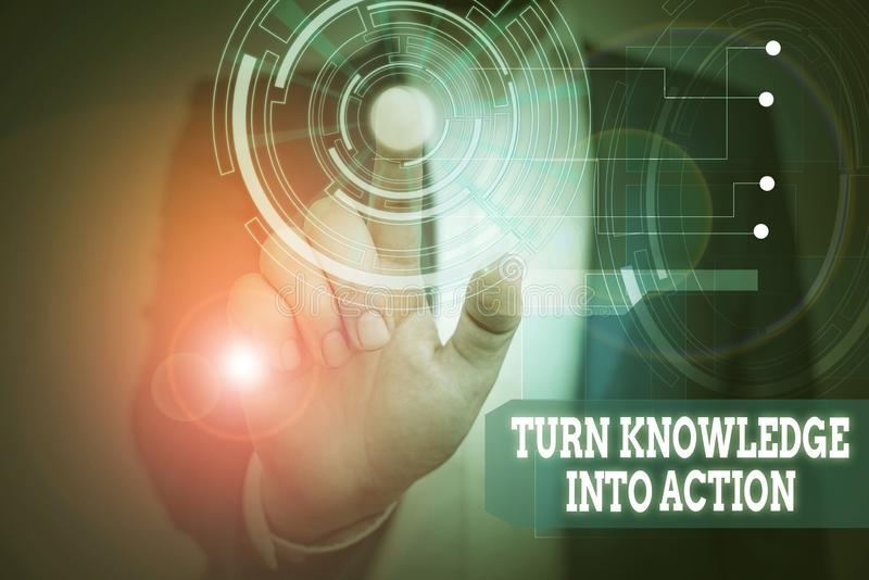 Textzeichen mit dem Symbol Wissen in Aktion umwandeln Concept Foto Wenden Sie das, was Sie gelernt haben Leadership-Strategien Mä stockfotografie