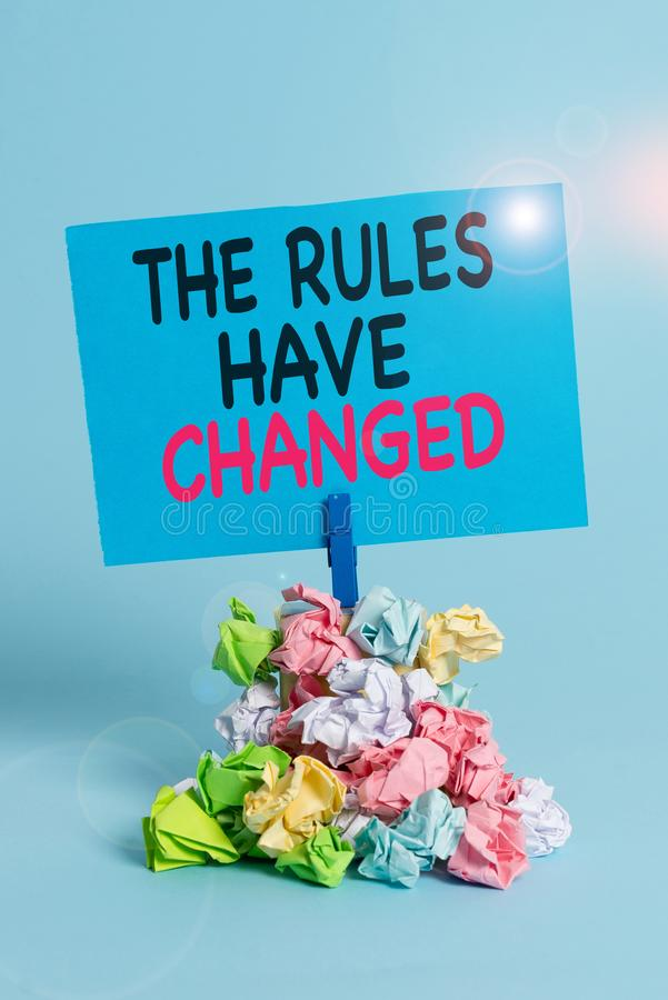 Textzeichen mit den Regeln haben sich geändert Konzeptfotografie der Vereinbarung oder Richtlinie enthält eine neue Reihe von Kom lizenzfreies stockfoto