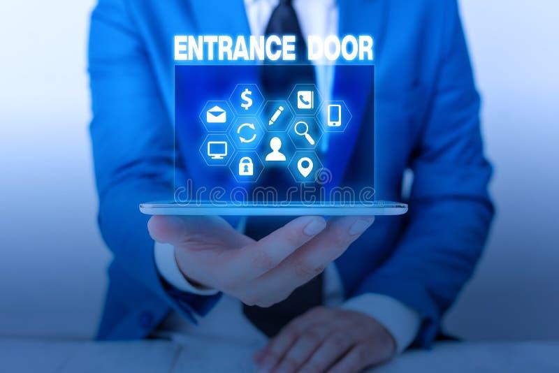 Textzeichen mit Eingangstür Konzeptioneller Fotoweg im Portal der Eingangstüre des Eingangs in die Passage stockfoto