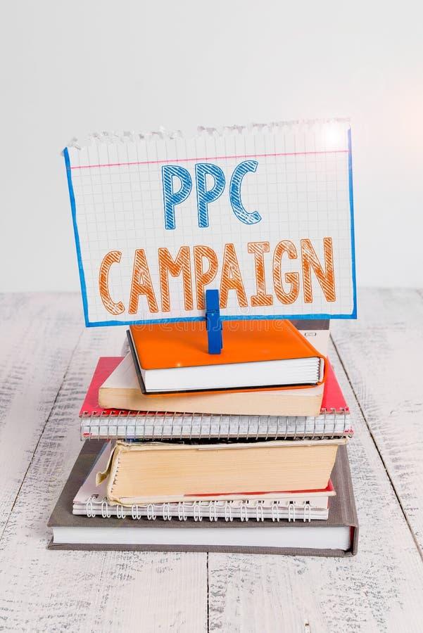 Textzeichen mit PPC-Kampagne Conceptual Foto-Verwendung PPC zur Werbung für ihre Produkte und Dienstleistungen stapelgestapelt stockfotografie