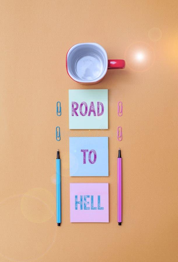 Textzeichen mit Wegbeschreibung zum Hell Konzeptfoto Extrem gefährliche Passage Dark Ri Unsafe Reise Kaffee Tasse Blauer lizenzfreie stockfotos