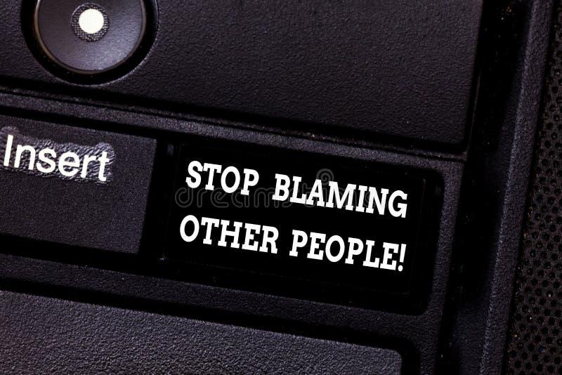 Textzeichen-Vertretung Halt, der andere Leute tadelt Begriffsfoto lassen Entschuldigungen Ihre Störungsschuld Taste nicht annehme lizenzfreies stockfoto