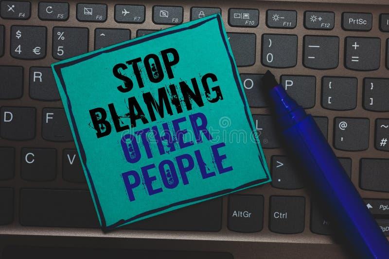 Textzeichen-Vertretung Halt, der andere Leute tadelt Begriffsfoto lassen Entschuldigungen Ihren enormen Knopf der Störungsschuld  stockbild
