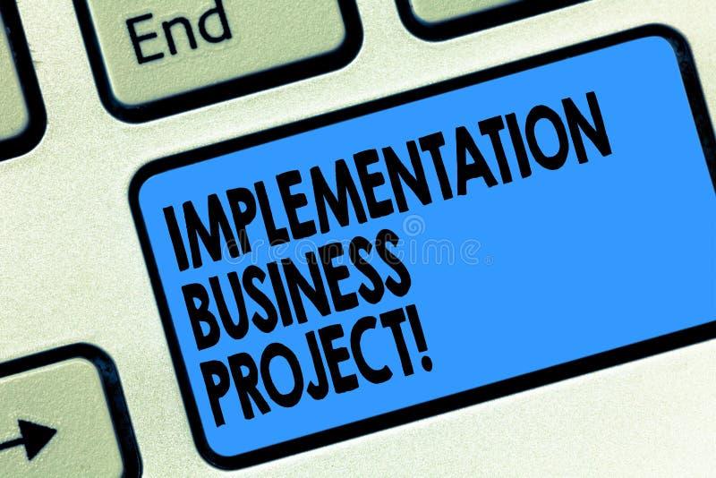 Textzeichenvertretung Durchführungs-Geschäfts-Projekt Begriffsfotoprozeß der Durchführung einer Plan oder Projekt Taste lizenzfreies stockfoto