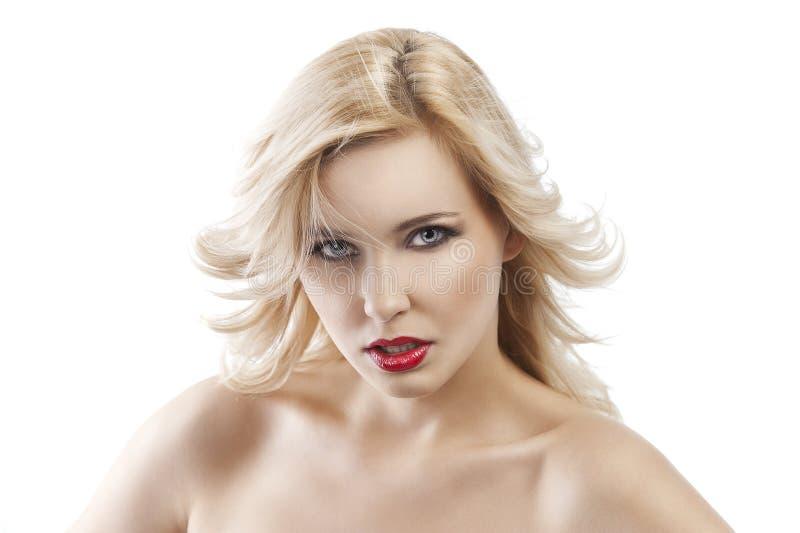 tflying白肤金发的女孩的头发启用 免版税图库摄影