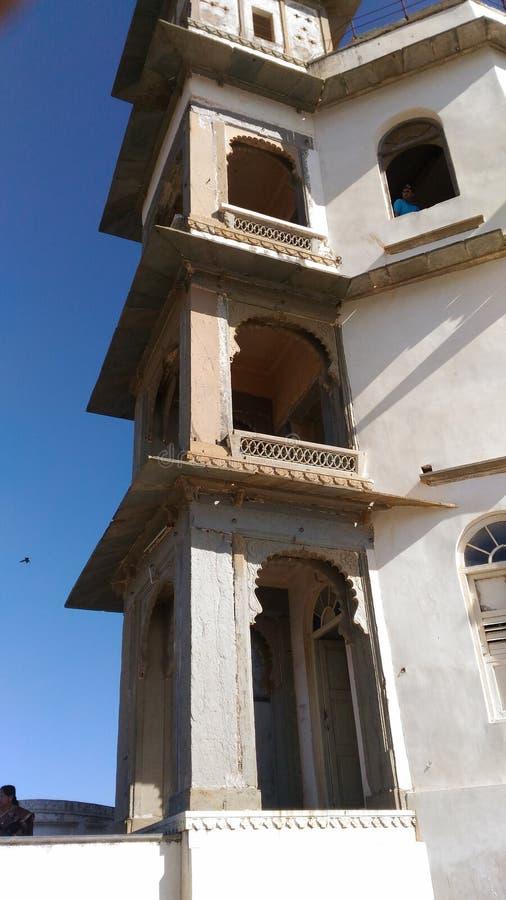 Tge linker zijaanzicht van het fortmening van het sajjangarhpaleis als Udaipur stock afbeeldingen