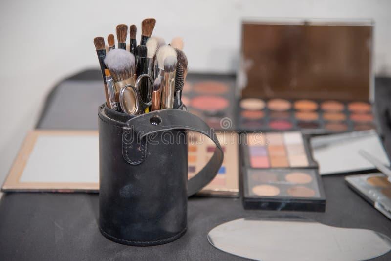 Thème d'artiste de maquillage Divers produits de maquillage Vue de ci-avant images libres de droits