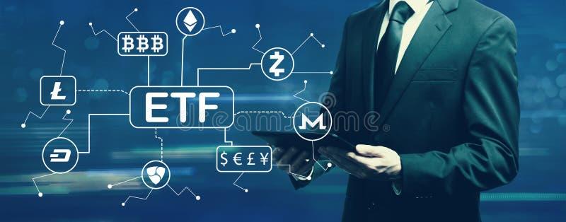 Thème de Cryptocurrency ETF avec l'homme d'affaires photo libre de droits