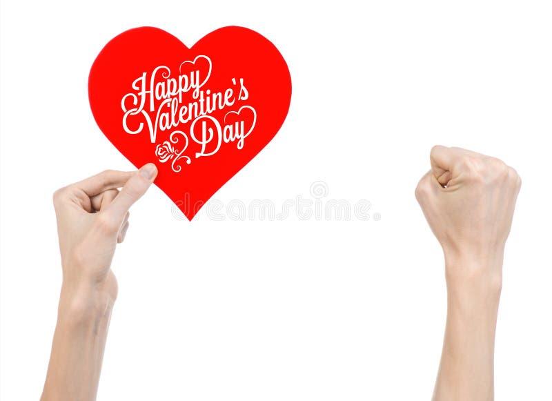 Thème de Saint-Valentin et d'amour : la main tient une carte de voeux sous forme de coeur rouge avec la Saint-Valentin heureuse d images stock