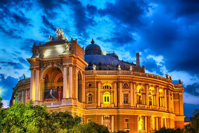 Théâtre d'opéra et de ballet d'Odessa la nuit photographie stock