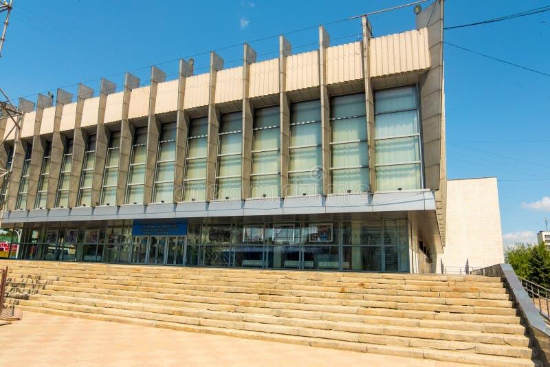 Théâtre dramatique russe au centre de Lugansk photographie stock