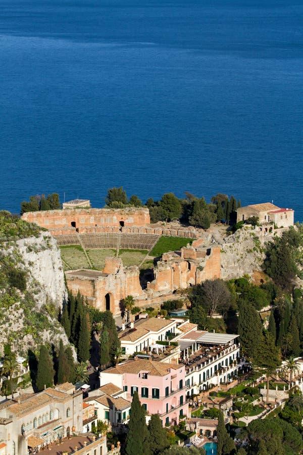 Théâtre du grec ancien chez Taormina photographie stock libre de droits