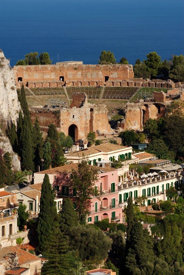 théâtre grec de taormina de la Sicile images stock