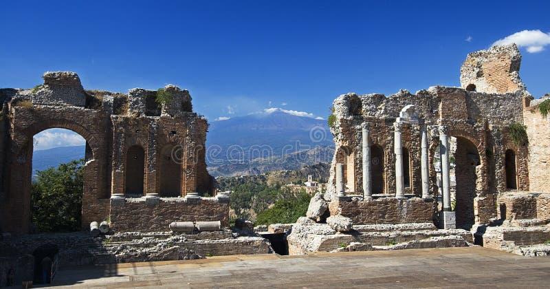 Théâtre grec Taormina l'Etna photographie stock libre de droits
