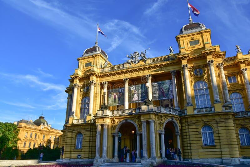 Théâtre national au coucher du soleil à Zagreb photos stock