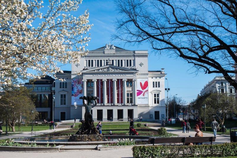 Théâtre national letton d'opéra et de ballet au printemps image libre de droits
