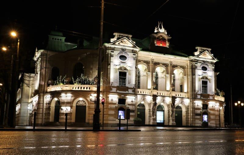 Théâtre national letton, Riga, Lettonie la nuit images libres de droits