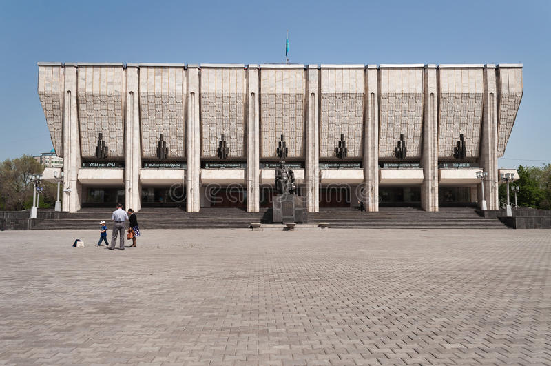 Théâtre scolaire de drame d'état kazakh baptisé du nom de M O Auezov à Almaty photos stock