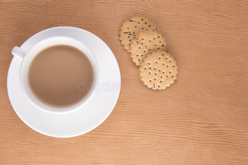 Thé anglais avec des biscuits photos libres de droits