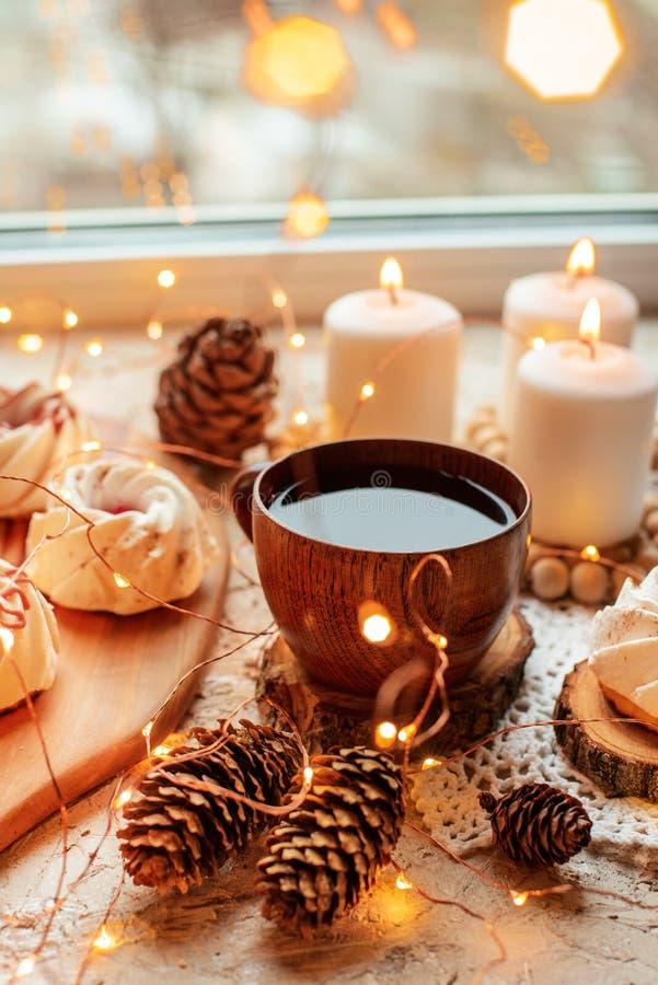 Thé avec des bonbons photographie stock