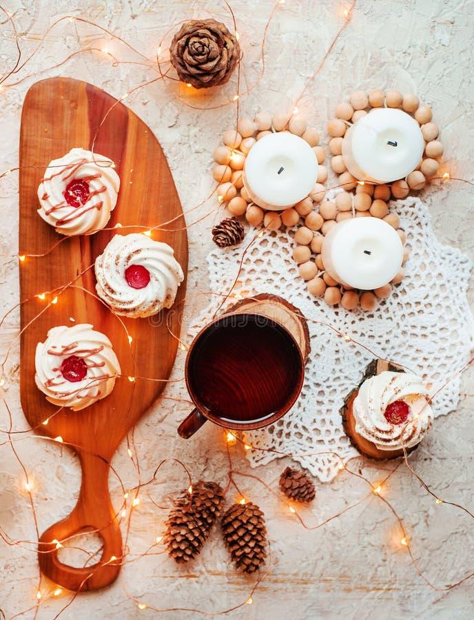 Thé avec des bonbons photo libre de droits