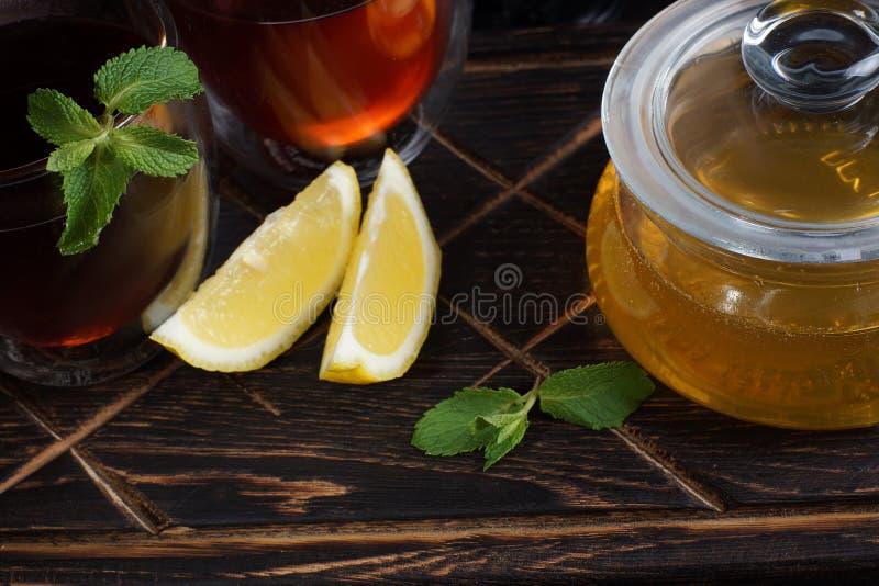 Thé avec du miel anti-froid de composants, de citron, en bon état et naturel image stock