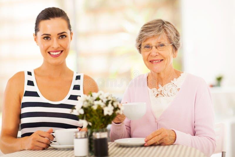 Thé Avec La Grand-mère Photos libres de droits