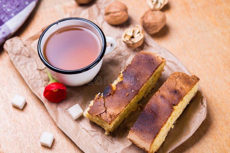 Thé avec le gâteau photographie stock libre de droits