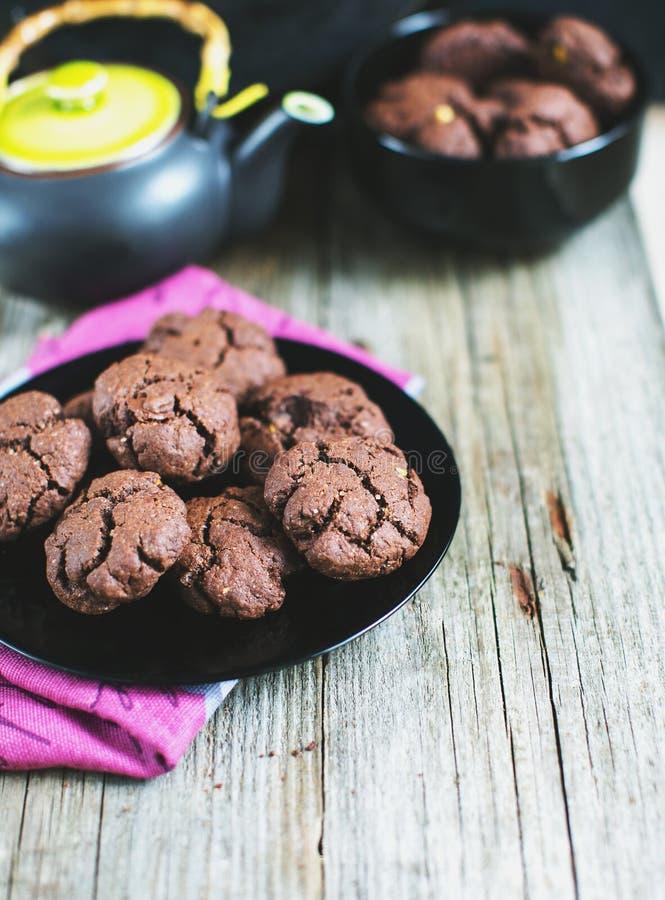 Thé avec les biscuits faits maison photos stock