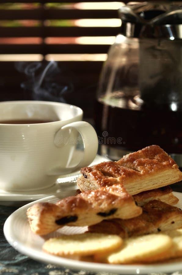 Thé chaud frais avec les biscuits 02 image libre de droits