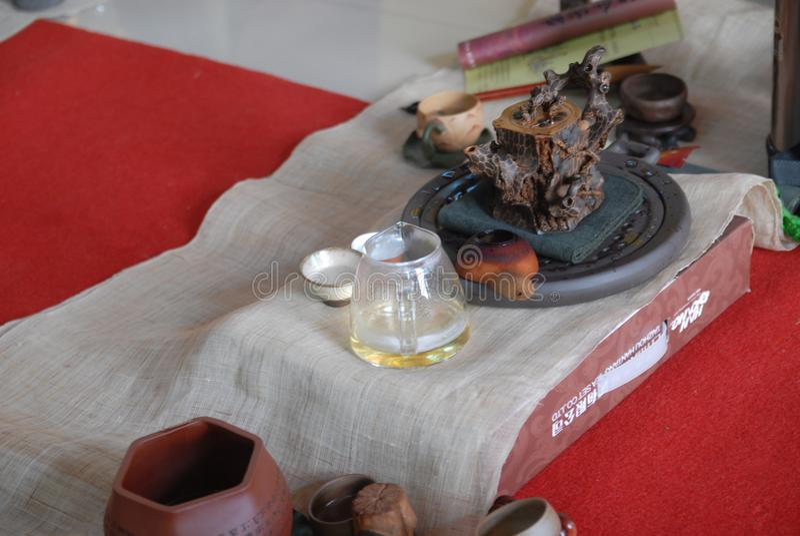 Thé d'ensemble-Le de thé dans le tombeau images stock