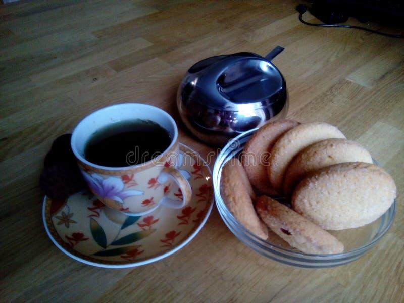 Thé de boissons avec des biscuits images libres de droits
