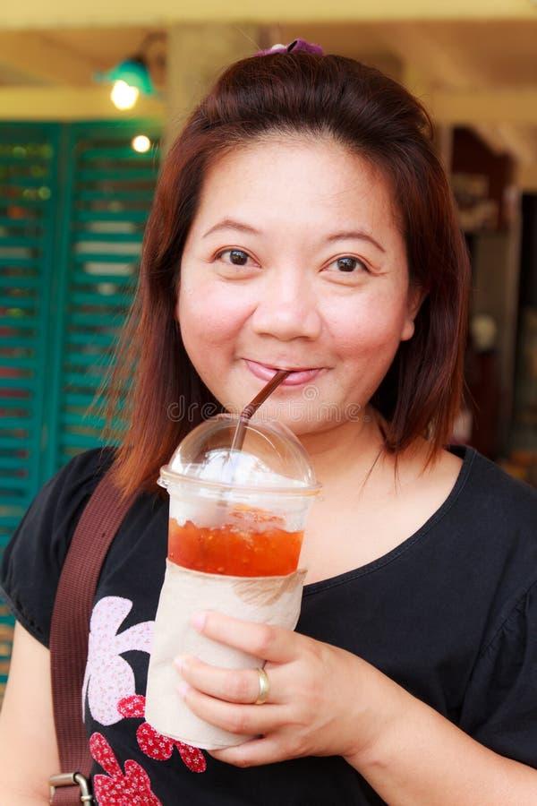 Thé de boissons de femme images libres de droits