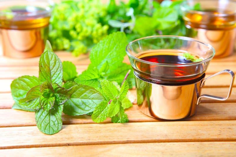 Thé de menthe poivrée, herbes médicinales photo libre de droits
